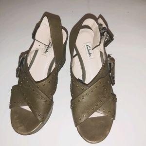 Green Clarks heels ***LIKE NEW***
